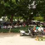 Hanoi Zoo, Parking and food stalls at main entrance